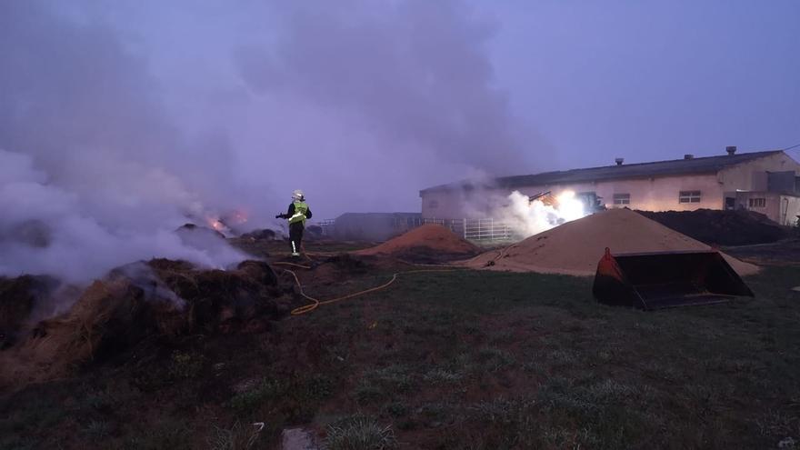 Registrado un incendio en una nave con cuadra y pajar en Rebolledo (Valdeolea)