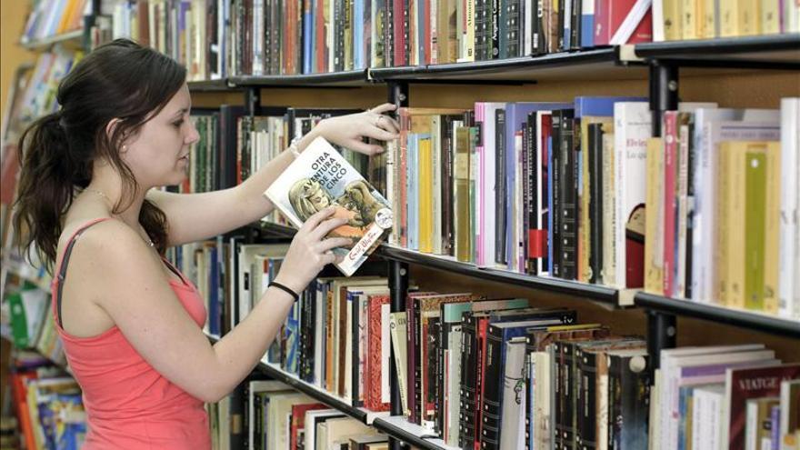 Casi un  tercio menos de subvención para libros en 2013. / EFE