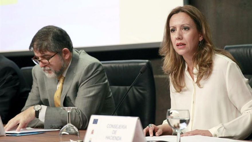La consejera de Hacienda del Gobierno de Canarias, Rosa Dávila, en la presentación del programa operativo del Fondo Europeo de Desarrollo Regional (FEDER) de Canarias para el período 2014-2020.