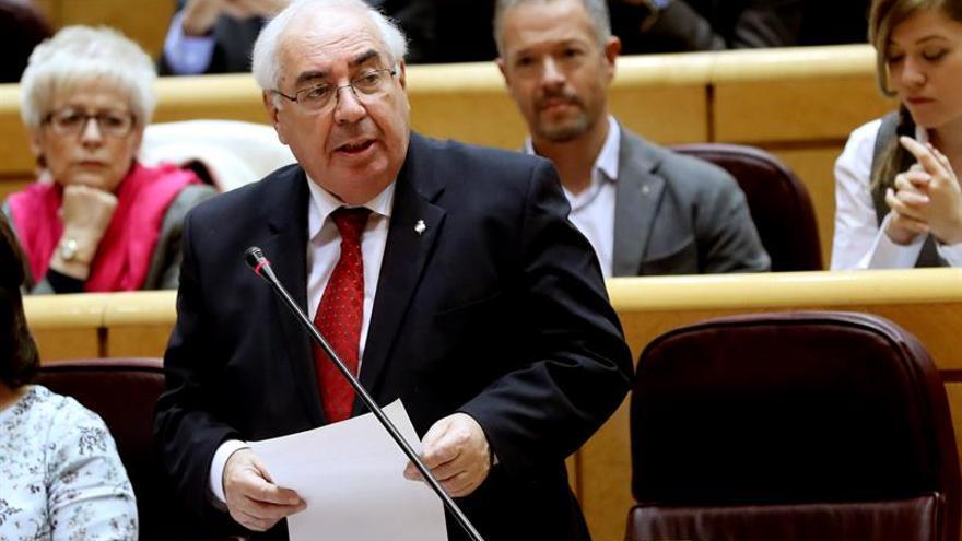 Areces preguntará a S. de Santamaría por su disposición a reformar el Senado
