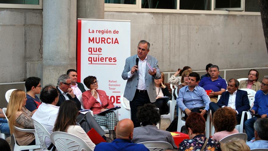 El candidato socialista Rafael González Tovar en el foro por la educación que celebró el Murcia