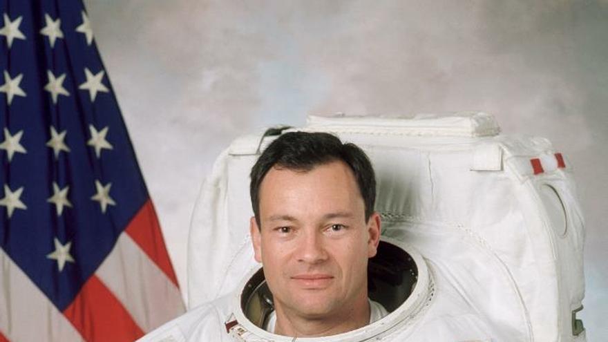 Fotografía cedida por la NASA donde aparece el astronauta Miguel López-Alegría, de madre estadounidense y padre español, quien nació en Madrid (España), pero se crió en California (EE.UU.), y se le conoce por ser el primer astronauta español en haber viajado al espacio. El veterano astronauta español de 61 años Miguel López-Alegría ingresará en el Salón de la Fama de los Astronautas de la NASA el próximo 16 de mayo, y recibirá los máximos honores de la industria al unirse a las 99 leyendas ya distinguidas con este reconocimiento, incluidos Buzz Aldrin o Neil Armstrong, del Apolo 11.