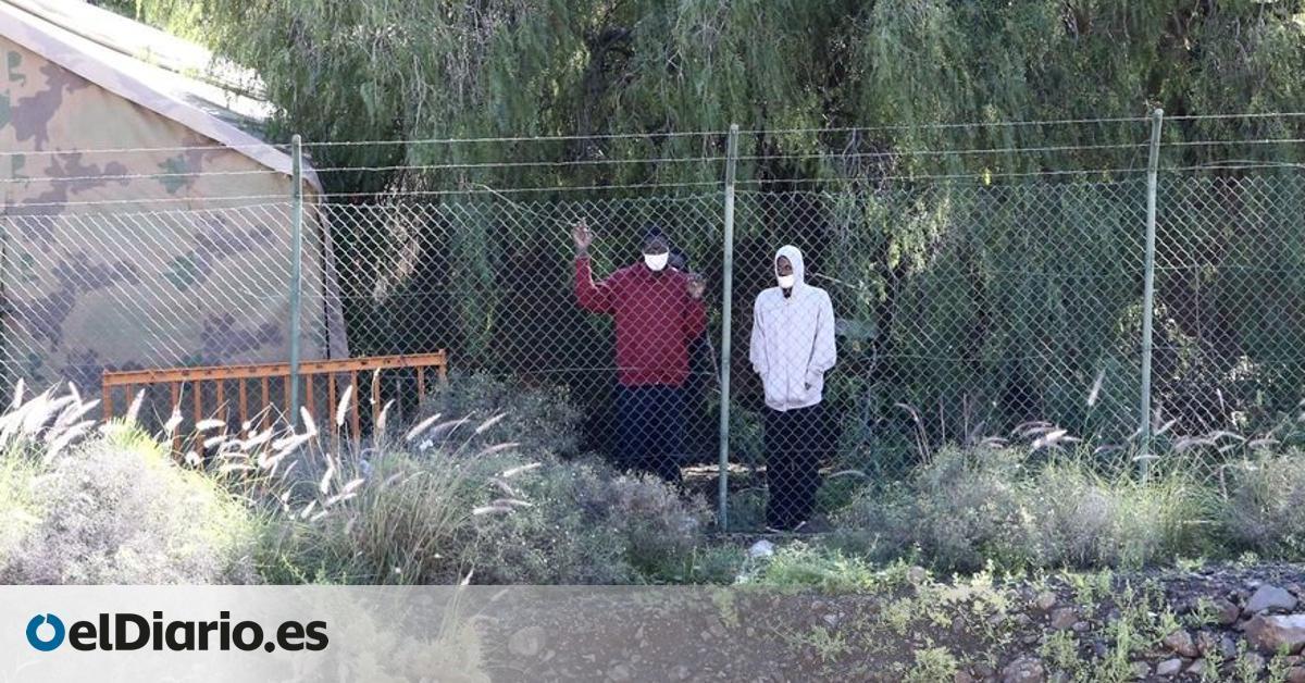 No pude ducharme durante 11 días aunque me había orinado encima en la patera : el otro  campamento de la vergüenza  de Canarias