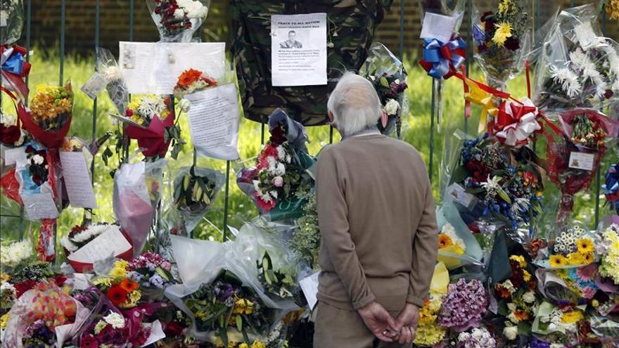 Uno de los presuntos asesinos del soldado en Londres sale del hospital