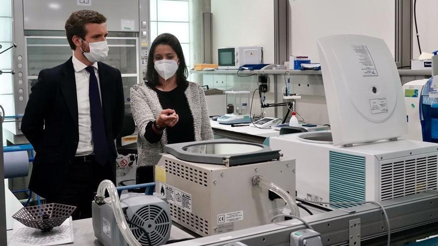 El líder del PP, Pablo Casado, visita las instalaciones de la fundación Parque Científico de Madrid situadas en la localidad madrileña de Cantoblanco. En Madrid, a 29 de abril de 2021.