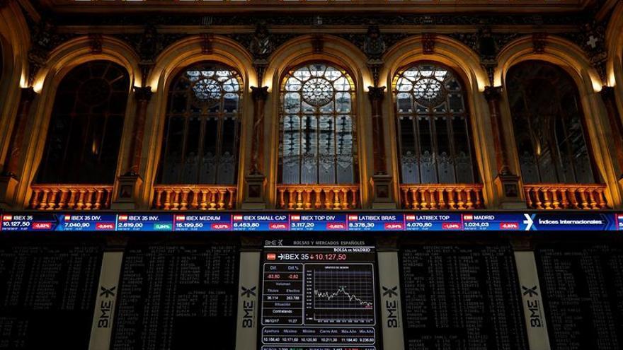 La Bolsa española abre al alza y sube un 0,12 por ciento pero no consigue los 10.200