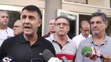 Francisco Bautista (i), de UGT y otros representantes de las siete organizaciones sindIcales que constituyen la Mesa General de Empleados Públicos explican su posición unitaria sobre el borrador de la Ley de Presupuestos Generales de Canarias para 2018 y.