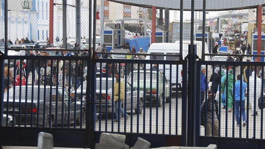 Muere un hombre arrollado por un furgón policial en la frontera de Melilla