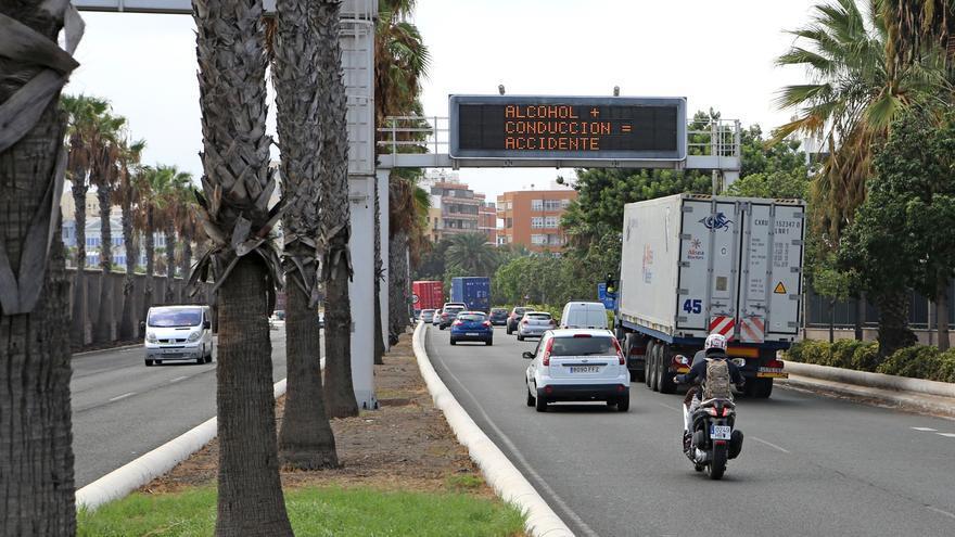 Tráfico en la Avenida Marítima a la salida del Puerto