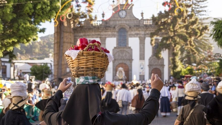 Romería-ofrenda en honor a la Virgen del Pino.