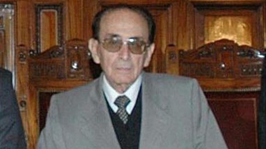 Juez de 97 años hace efectiva renuncia a Corte Suprema de Argentina