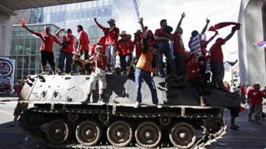 Marcha de los camisas rojas en Bangkok