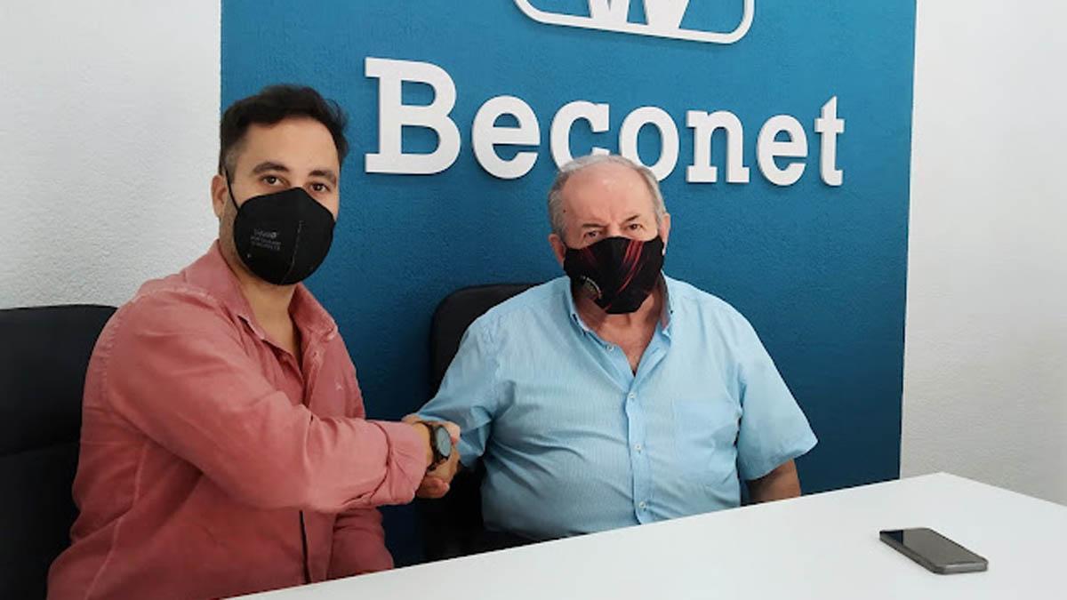 Firma del acuerdo entre el Bujalance y Beconet