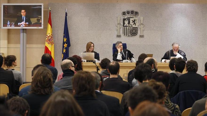 Los acusados por el asedio al Parlament alegan el archivo del escrache a Santamaría para absolución