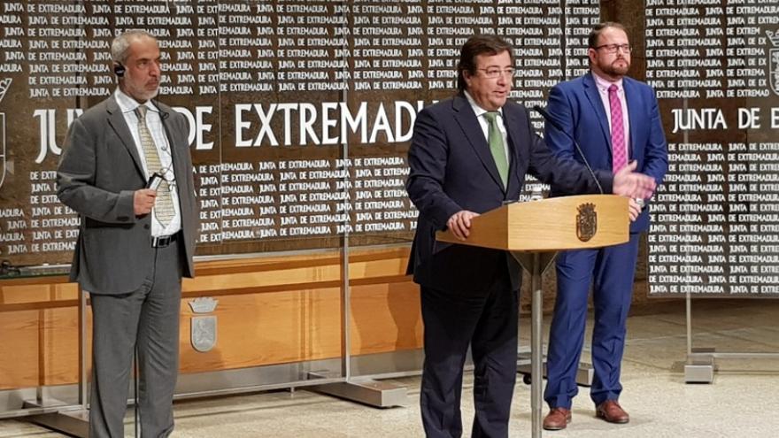 El presidente  de la Junta de Extremadura, Guillermo Fernández Vara, interviene tras la firma del protocolo de actuación entre el Gobierno extremeño e Ibérica Súgar Company para la construcción de la azucarera