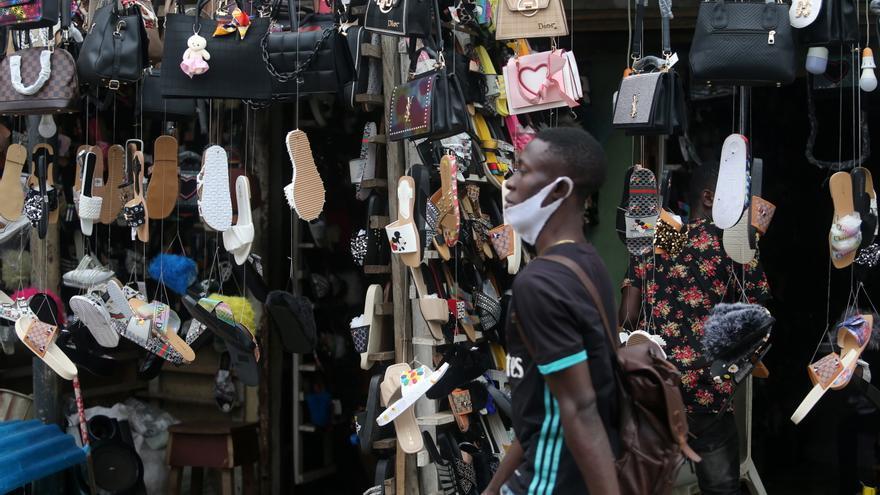 Nigeria, la mayor economía de África, entra en recesión por la pandemia
