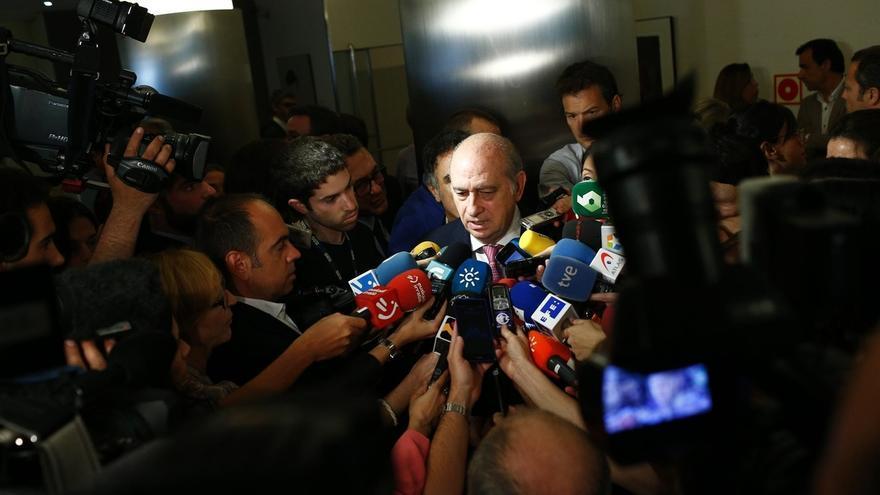 """Fernández Díaz dice que hay una """"leyenda negra"""" sobre los CIES porque se respetan """"claramente"""" los derechos humanos"""