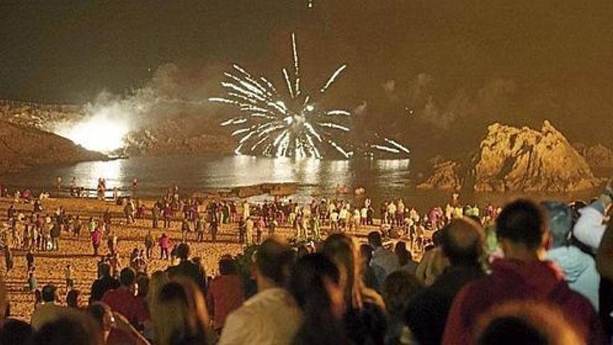La playa de San Juan de la Canal acogerá un año más la exhibición de fuegos artificiales.