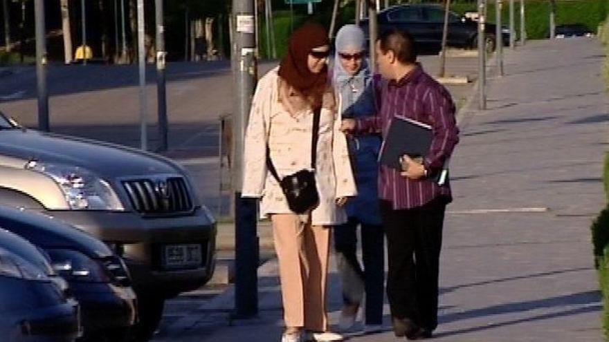 Clara Campoamor pide a Maroto y a Tuvisa que se tomen medidas contra el uso del velo integral o el burka