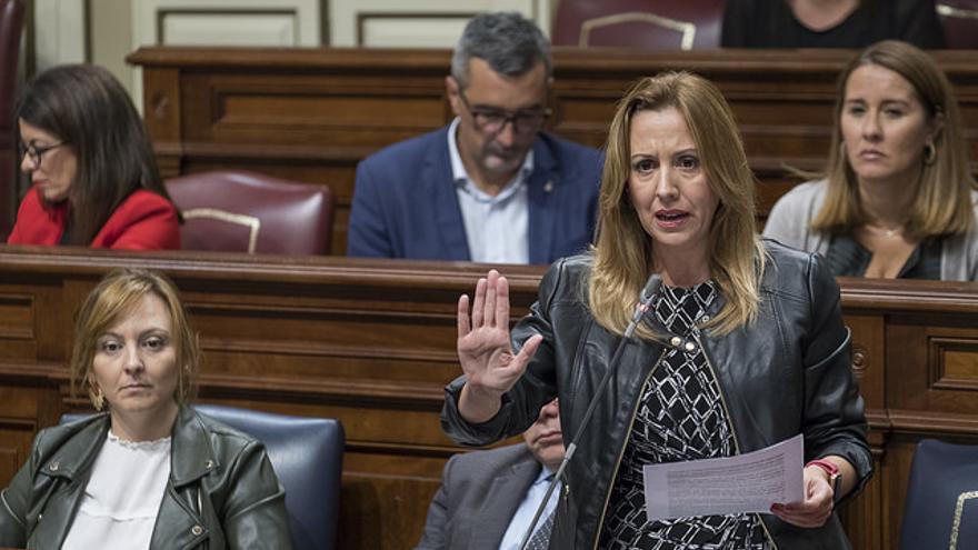 La consejera de Hacienda del Gobierno de Canarias, Rosa Dávila, en un pleno del Parlamento de Canarias. (FLICKR PARLAMENTO CANARIAS)