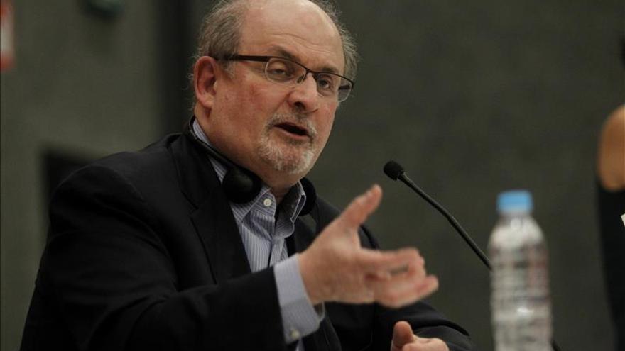 Rushdie y su inspiración en Almodóvar para construir sus mil y una noches