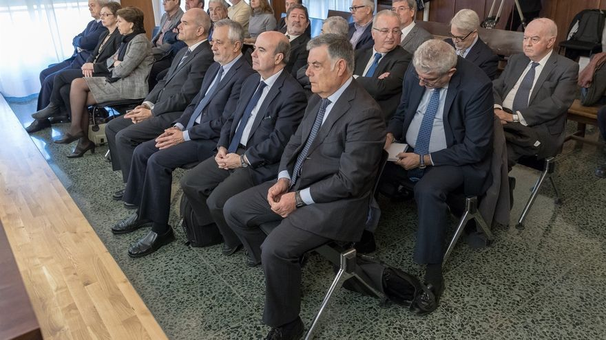 La segunda sesión del juicio de los ERE comienza con la lectura del escrito de defensa de Chaves