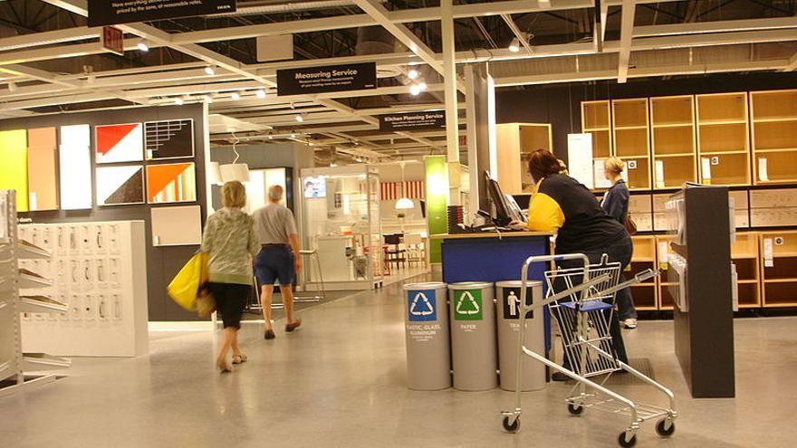Empleados de Ikea en un establecimiento de Florida.