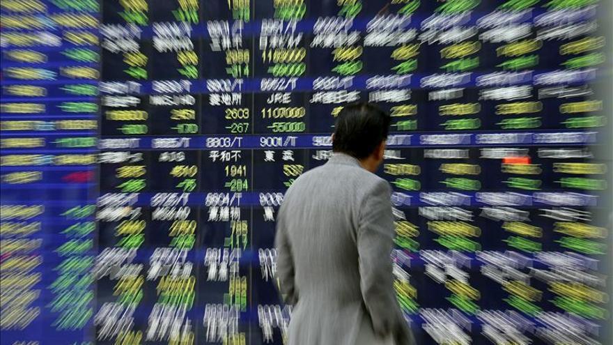 El Nikkei gana 401,79 puntos, el 2,77 por ciento, hasta 14.885,77 unidades