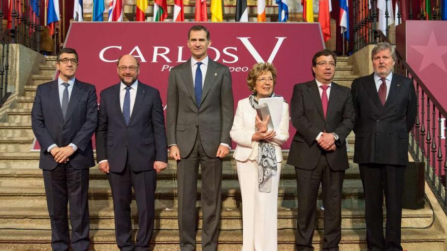 Patxi López, Martin Schulz, Felipe VI, Sofia Corradi, Fernández Mara y el ministro Íñigo Méndez Yuste Carlos V