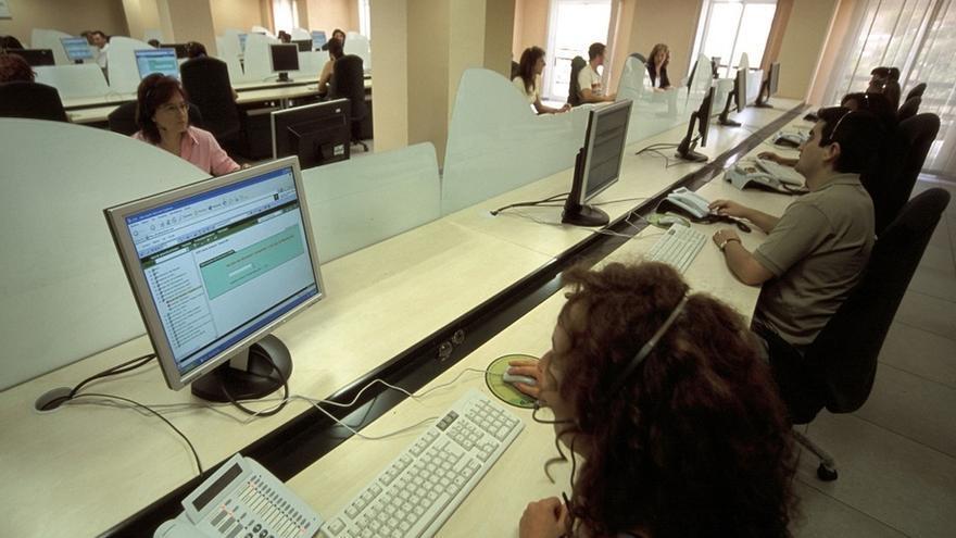 Imagen de archivo de una oficina de 'call center'.
