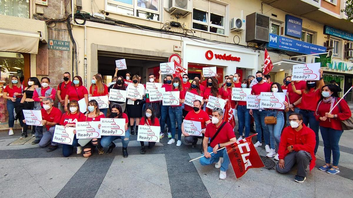 Empleados de Icono Enterprise, que trabajan para Vodafone, en una protesta esta semana en Murcia.