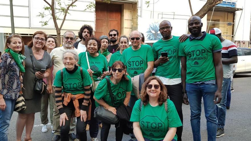 Miembros de la PAH Valencia durante una concentración