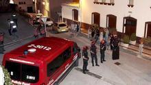 Operativo de la Policía Foral en Cáseda tras el triple crimen.