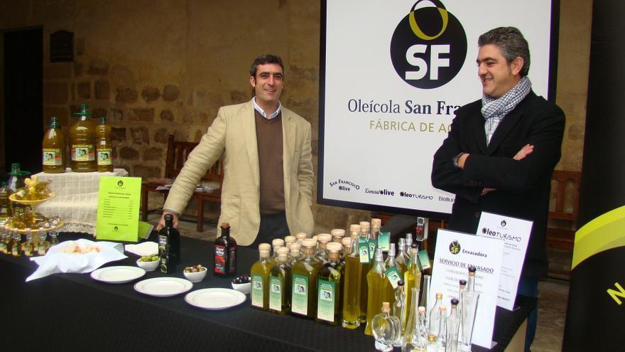 José Antonio JIménez (a la derecha) y su hermano Manuel, gerente y maestro de almazara, respectivamente de Oleícola San Francisco.