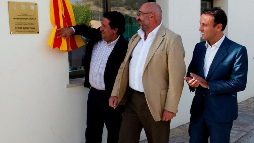 El exalcalde, Alfredo Querol, en el centro junto al presidente de la Diputación de Castellón