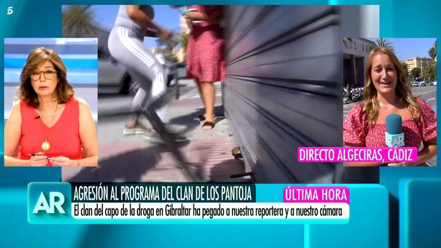 Momento en el que la periodista de Telecinco ha sido agredida