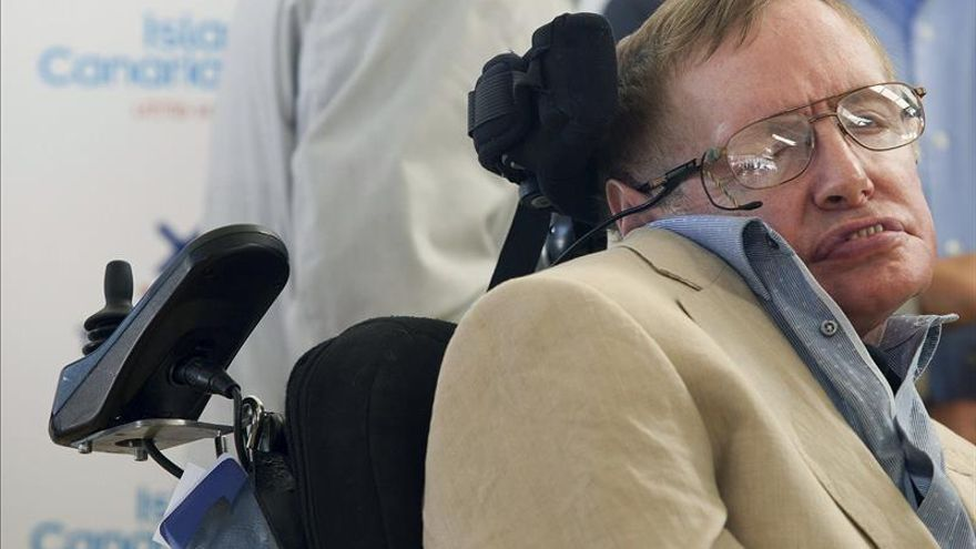 Stephen Hawking coincide en Canarias con caminantes por la Luna y el espacio
