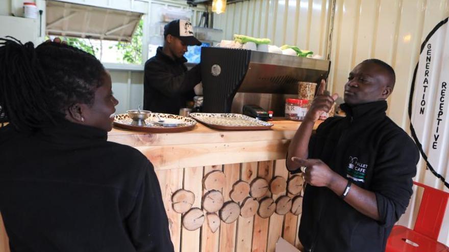 Desempleo y estigma: los retos de la población sorda en Kenia