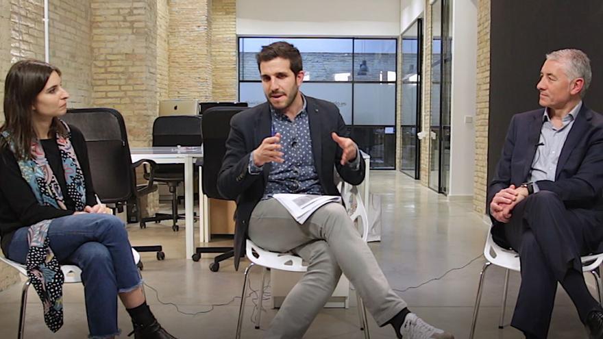 La politóloga Paola Cannata, el subdirector de eldiariocv.es, Sergi Pitarch, y Adolfo López, director técnico de Invest Group,