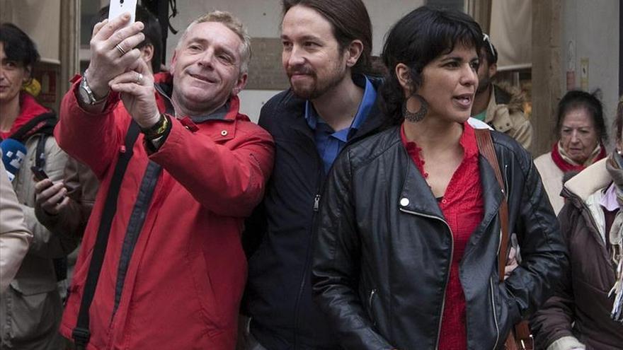 Pablo Iglesias y Teresa Rodríguez, durante la campaña de las elecciones andaluzas