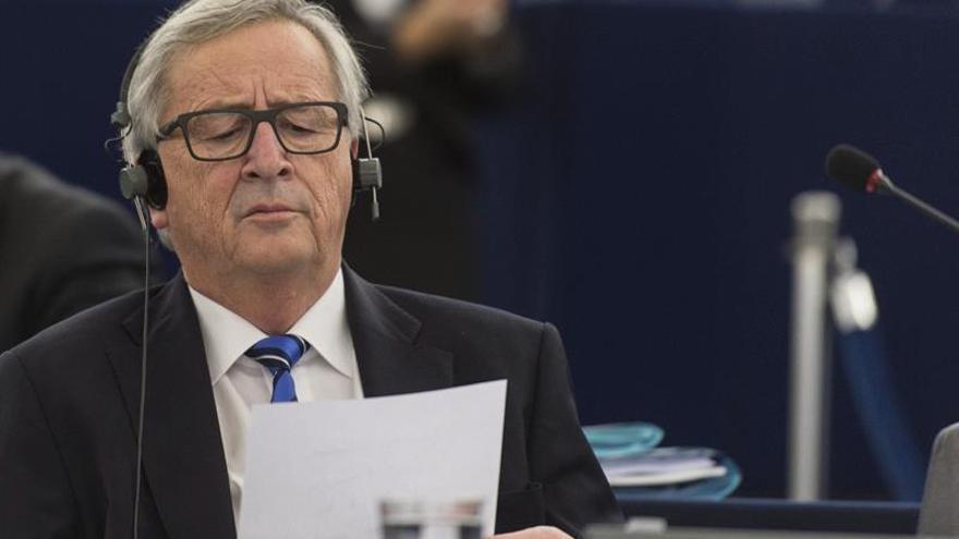 """Juncker felicita a Gentiloni y le pide trabajar por la """"integración europea"""""""