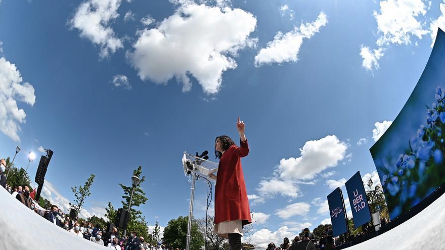 Tezanos arremete contra Ayuso y su apoyo electoral en las tabernas