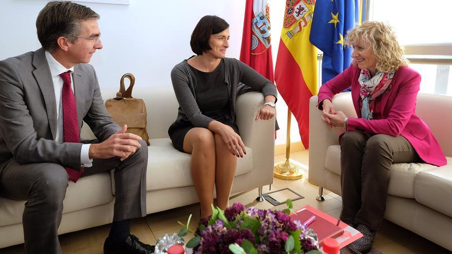 César Díaz, Gema Igual y Eva Díaz Tezanos durante la reunión. | MANUEL ÁLVAREZ