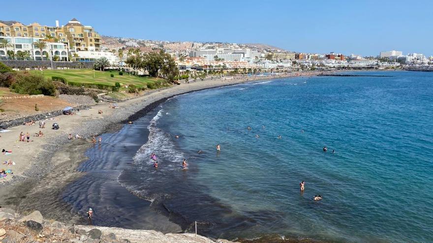 Las playas de Adeje se reabren al público