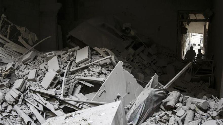 Bombardean objetivos petroleros y zonas bajo control del EI en Siria