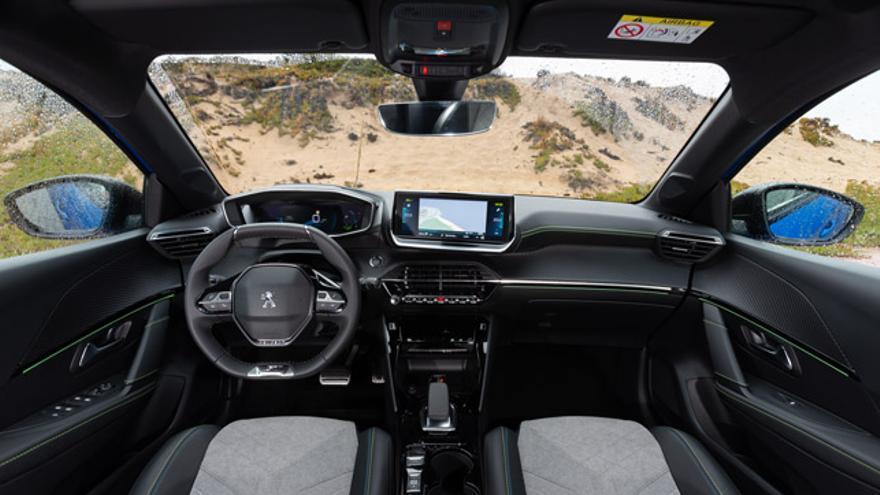 Interior del Peugeot e-208.