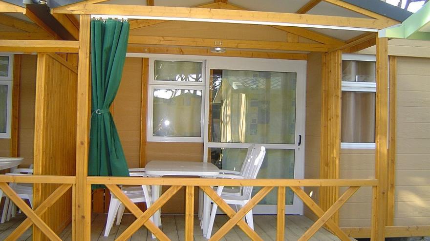 Imagen de uno de los bungalows del camping de Caños de Meca, en Barbate (Cádiz).