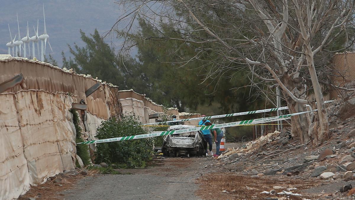 Vehículo calcinado en Pozo Izquierdo en el que se encontró un cadáver