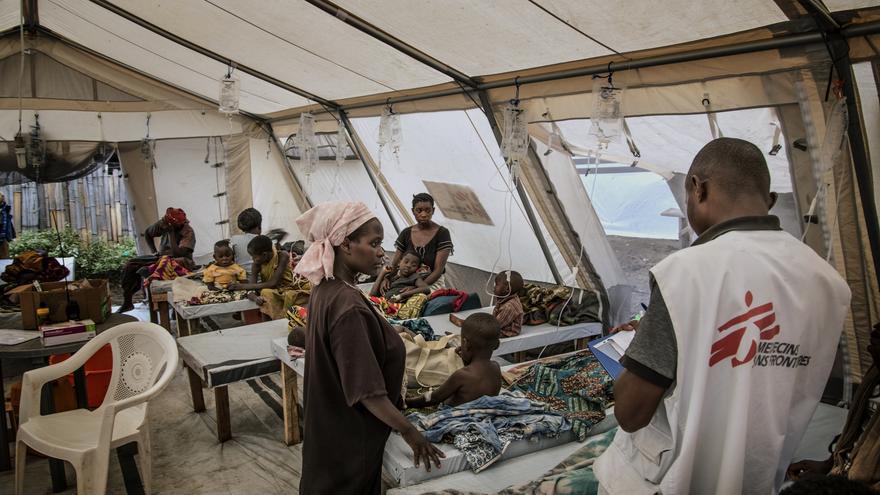Área reservada para los pacientes más graves en el Centro de Tratamiento del Cólera en Minova. El cólera es altamente infeccioso, por lo que aislar a los pacientes es vital para prevenir la propagación de la enfermedad.