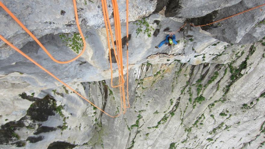 Álvaro Lafuente, ganador en categoría masculina, junto a Jesús Ibarz, del Climbers Meeting de Plakenika (© Rafa Vadillo).